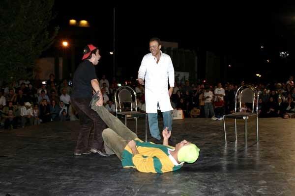 میتینگ «پسرعموها» در خیابان/ وقتی اجرای جواد عزتی هزار مخاطب داشت
