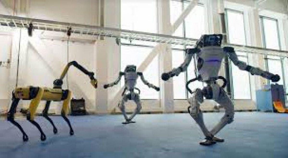 """ویدیوی حیرتانگیز از رقص روباتهای بوستون داینامیکس، بهمناسبت آغاز سال 2021، با ترانهی """"Do You Love Me/ ویدئو"""
