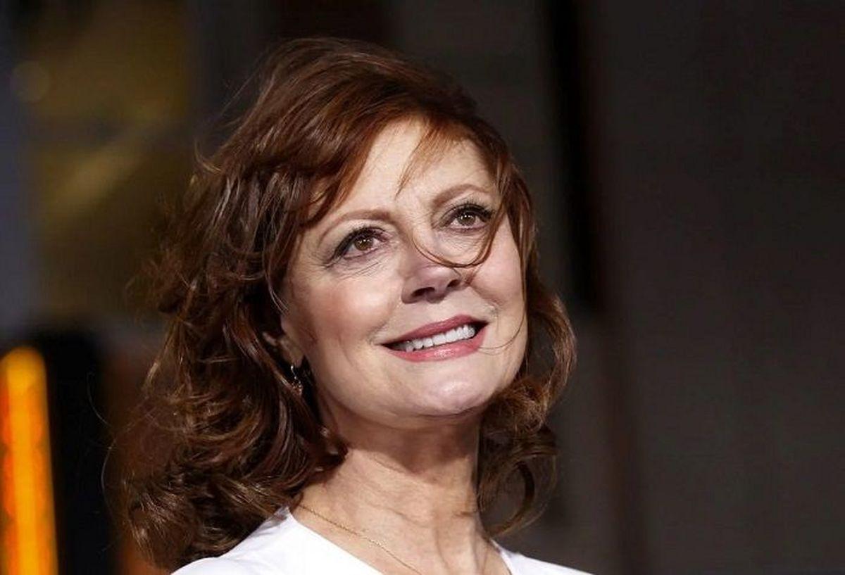 خانم بازیگر با جو بایدن چپ افتاد