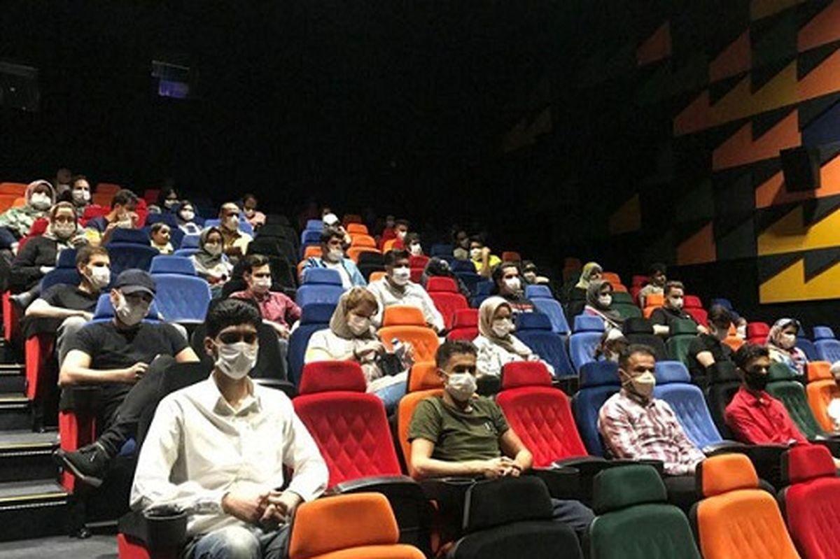 اکران عاشقانه سینماها همراه با قلیان