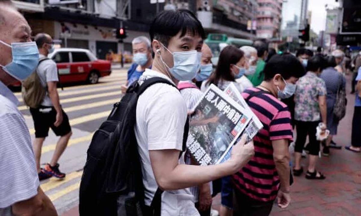 صفهای طولانی برای خرید روزنامه تعطیلشده