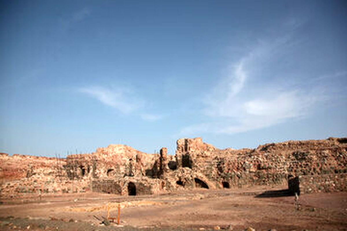 قلعه هشنیز در شهرستان پارسیان مرمت میشود