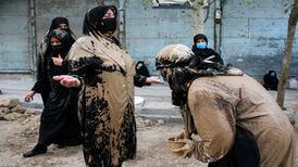 تصاویری دیدنی از آیین «گل مالی» مردم خرم آباد در روز عاشورا