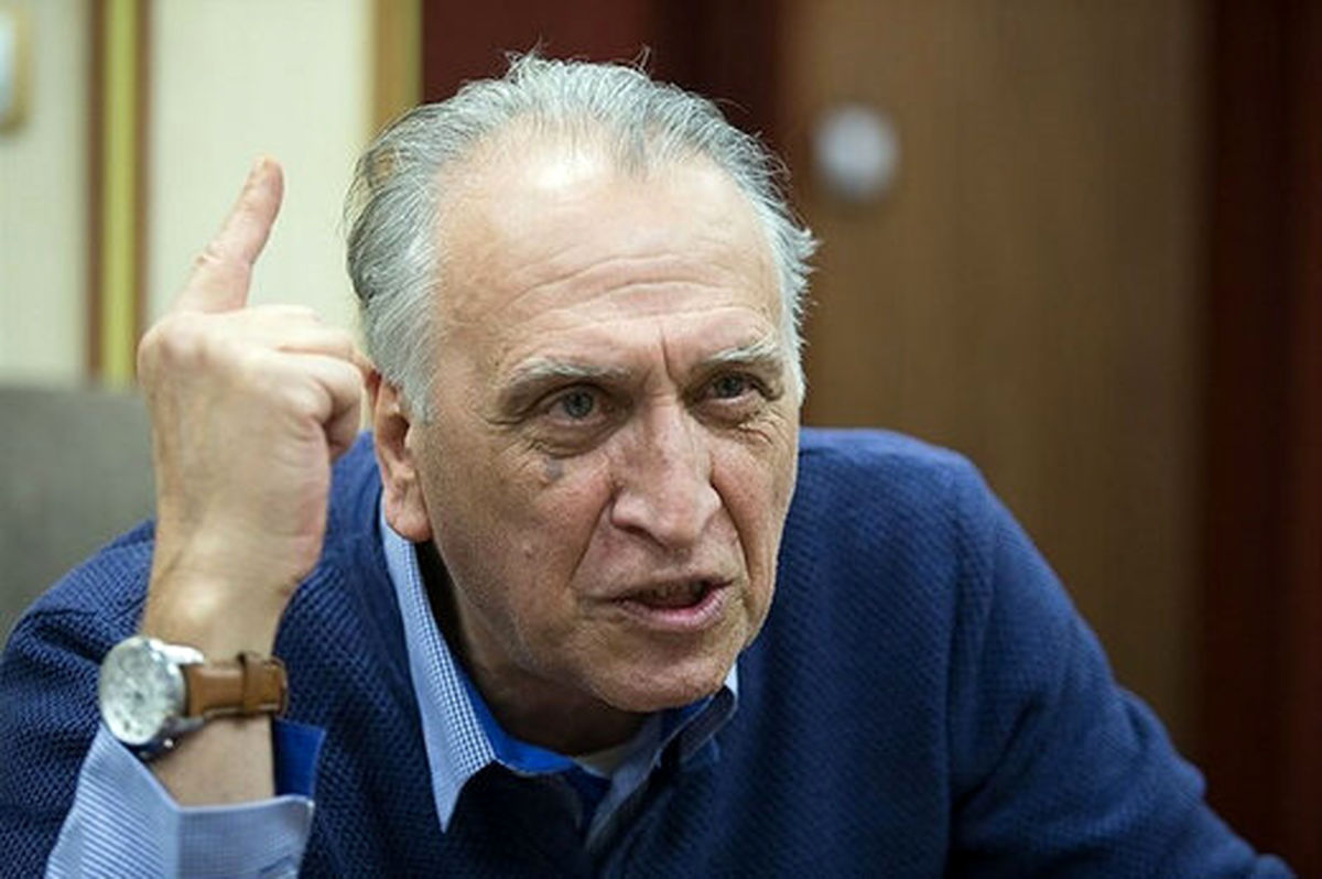 احمد نجفی: افراد خاصی بازیگران را تهدید میکنند اسم انقلاب را نیاورند