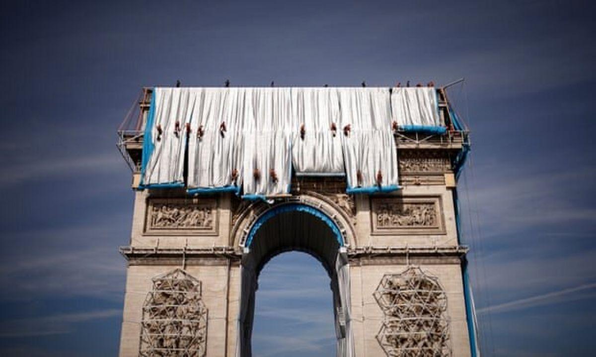 علت پارچهپیچی «طاق پیروزی» فرانسه